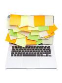 Laptopa pokryta kolorowe naklejki — Zdjęcie stockowe