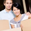 Married couple carrying cardboard boxes — Stock Photo