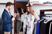 Man thumbs up when his girlfriend tries the dress on — Stock Photo