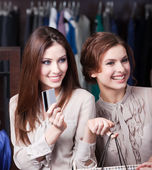 Pretty women have credit card to pay for all bargains — Stock Photo