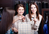 Women pay a bill with credit card — Stock Photo