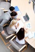 Entreprise occupé lors de la réunion. vue de dessus — Photo