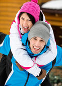 Young couple having fun during winter vacations — ストック写真