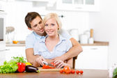 Young couple preparing breakfast together — Stock Photo