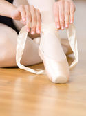 Close up view of legs of ballerina lacing the pointes — Stock Photo
