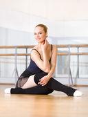 Ballet dancer sitting on the floor — Stock Photo