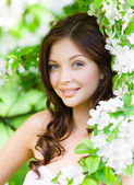 Young woman near the blossomed tree — Stock Photo