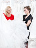 Two girls are talking about the dress — Stock Photo