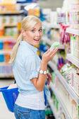 Girl in supermarket — Stock Photo