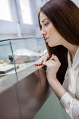 Woman at jeweler shop. — Stock Photo