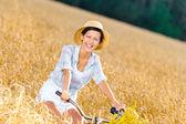 Menina de chapéu de palha — Foto Stock