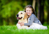 Girl  with labrador in park — Stock Photo