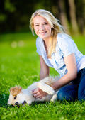 Woman with retriever in the park — Stock fotografie