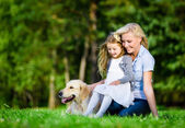 Mother and daughter with labrador — Foto de Stock