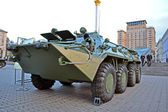 Military cars exhibition on Kreshatik street in Kiev, Ukraine. — Stock Photo