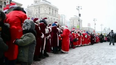 Santa Claus (Father Frost) Parade in Kiev, Ukraine, — Stock Video