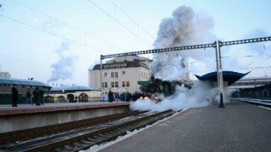 Motore a vapore retrò locomotivo a Kiev, Ucraina. — Video Stock