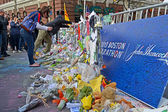 People poured over the memorial set up on Boylston Street in Boston, USA. — Stock Photo
