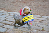"Sculpture of ducks tribute to Robert McCloskeys story ""Make way for ducklings"", Boston. — Photo"