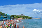 Crimea resort, people on the public pebble beach, Black Sea in Alushta, Ukraine. — Stok fotoğraf