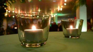 很少有人蜡烛火灯在桌子上, — 图库视频影像