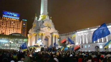 Meeting (Euromaidan) in Kiev devoted to integration of Ukraine to the European Union. — Stock Video