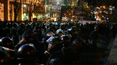 Riot police during Euro maidan meeting in Kiev, Ukraine. — Stock Video