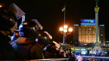 Riot police during Euro maidan meeting in Kiev, Ukraine. — Stock Video