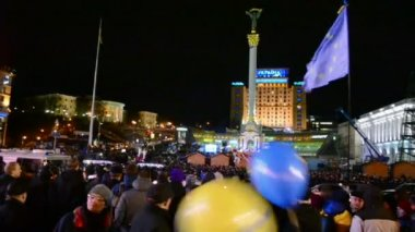 Protesters during Euro maidan meeting in Kiev, Ukraine. — Stock Video