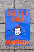 Poster on the stone wall on ukrainian language, Euro maidan meeting, Kiev, Ukraine. — Stock Photo