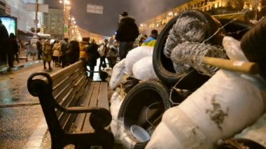 Barricade during Euro maidan meeting in Kiev, Ukraine. — Stock Video