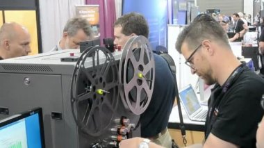 Operator demonstrates the film restoration during NAB Show 2014 in Las Vegas, USA. — Vídeo de stock