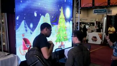 Visitors near video wall, NAB Show 2014 exhibition in Las Vegas, USA. — Stock Video