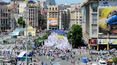 Opposition meeting during Europe Day celebration in Kiev, Ukraine. — Stock Video