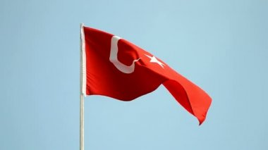 Turkey, turkish flag on blue sky, country independence. — Stok video
