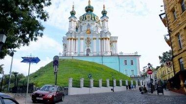 Saint Andrew's Church in Kiev on the Andriyivsky Descent. — Stock Video