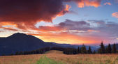 Beautiful sunset in the mountains — Stock Photo