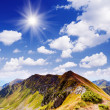 Sunny day in the mountains — Stockfoto