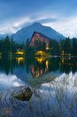 湖附近酒店 — 图库照片