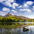 Beautiful lake in the mountains — Stockfoto