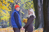Man and a woman in the autumn park — Stock Photo