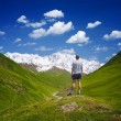 Tourist in the mountains of the Caucasus — Stock Photo