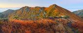 Paisaje de montaña al amanecer — Foto de Stock