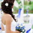 Portrait of young bride with flower bouquet. — Stock Photo
