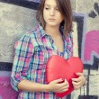 Teen girl with heart at outdoor. — Photo