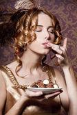 Reiches mädchen mit süßigkeiten. — Stockfoto