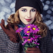 Happy style girl with flowers and bokeh at background. - Foto Stock