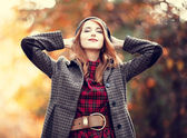 Style redhead girl at beautiful autumn alley. — Stock Photo