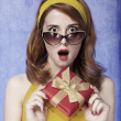 American redhead girl in sunglasses with gift. — Stock Photo