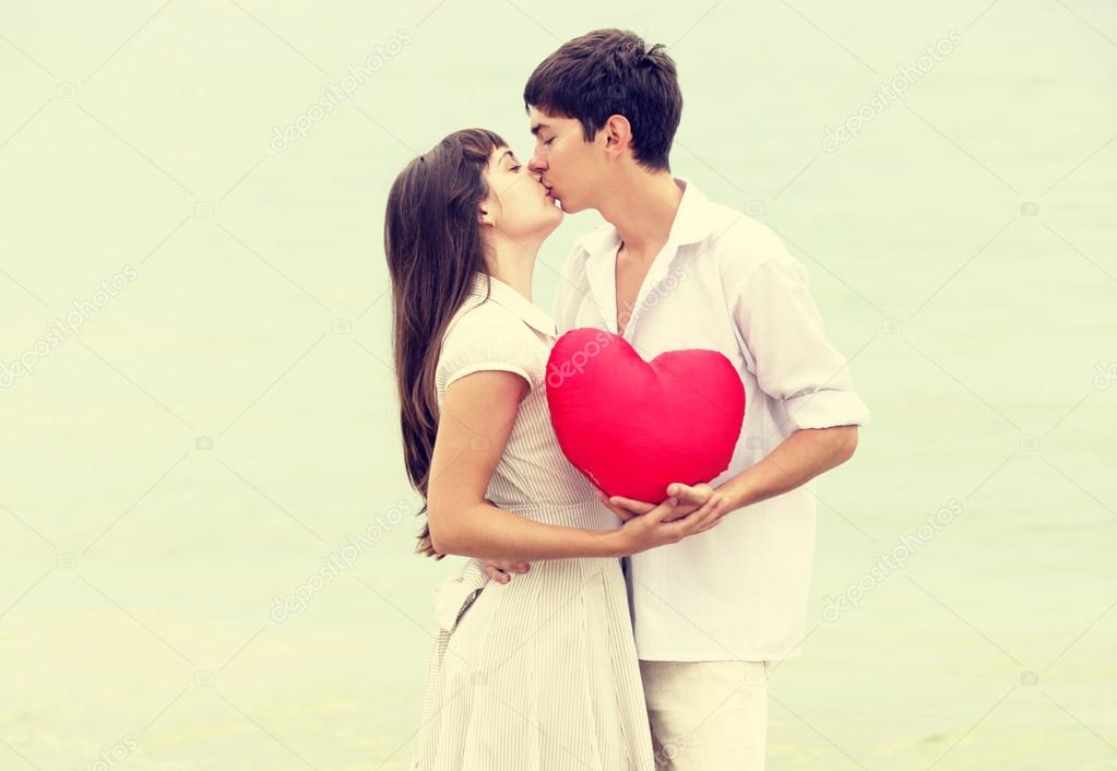 Closeup portrait of happy couple at the beach with heart.  — Stock Photo #18234949